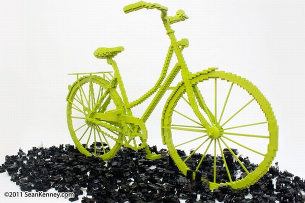 Vélo en Lego créé par l'artiste new yorkais Sean Kenney. Oeuvre baptisée Bicycle Triumphs Traffic (c) Sean Kenney