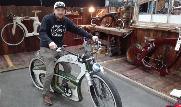 Vélo chopper en bois de hêtre de Roerh Customs